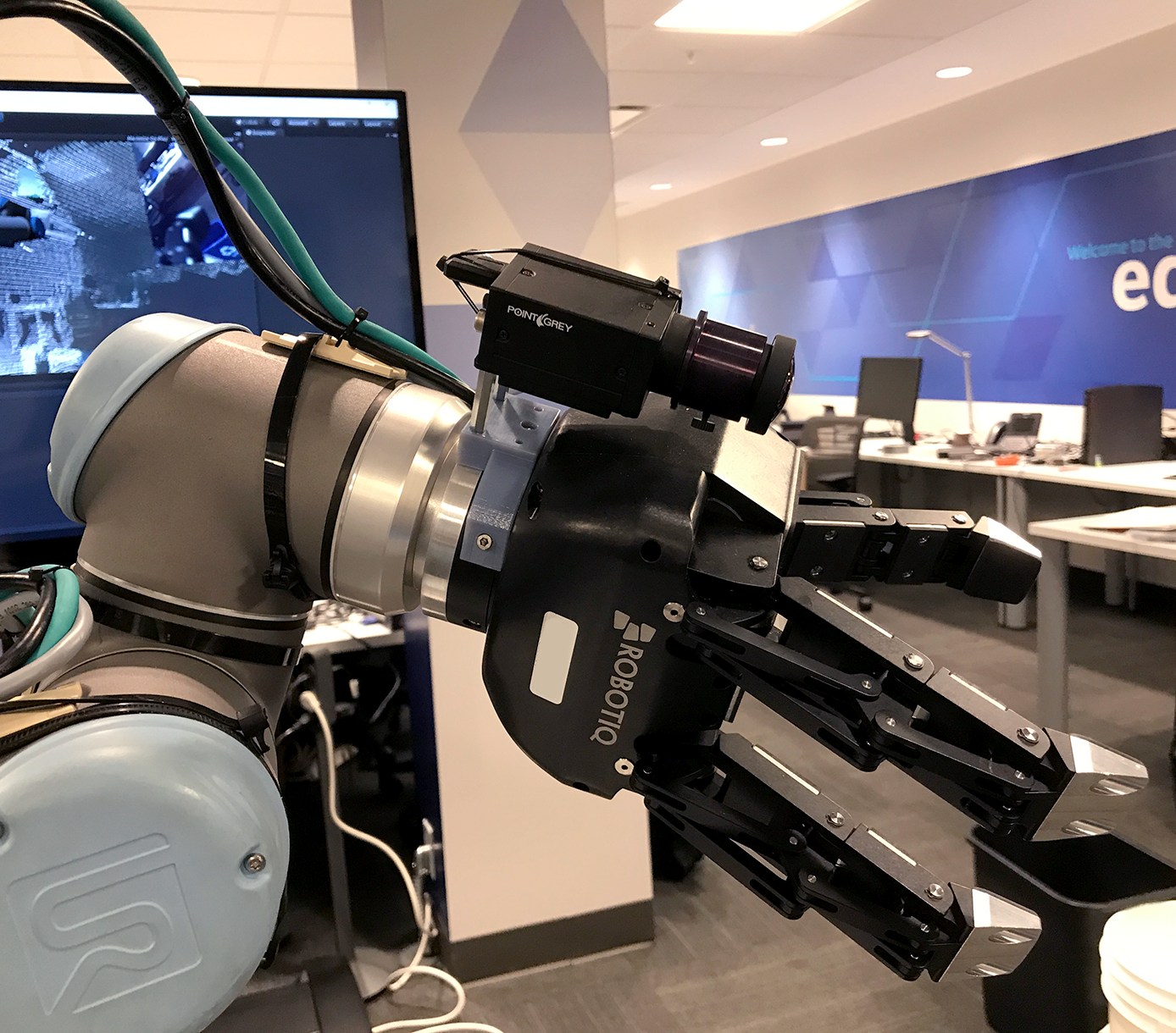 IoT Connected Robot VR